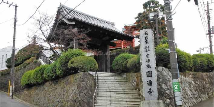 円満寺霊殿外観02